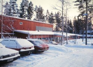 Päärakennus 80-luvun alussa.